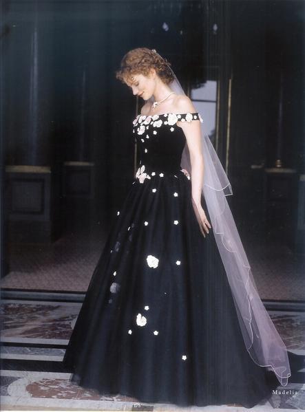 приснилась знакомая в красивом платье